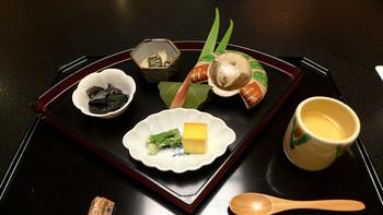 昭和初期に建てられた洋館「懐石料理 花壇」。伝統ある趣のある店内で、旬の素材を生かした箱根の懐石料理が頂けます。
