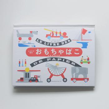 ジェラール・ロ・モナコは仕掛け絵本の名手です。この本はちょっと厚みのある、正しくおもちゃの箱のようなデザイン。散りばめられた楽しそうなイラストも中身を予感させてくれます。