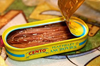 この料理にかかせないものは「アンチョビ」。これが、料理の味を決めるキーマンなんです。