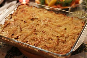 こちらが噂の「ヤンソンさんの誘惑」。スウェーデンでは昔から、クリスマスやおもてなし時の食卓に並んでいます。各家庭ごとに、お母さんの味があるといえる、伝統的な家庭料理です。