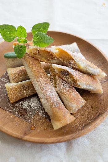 マッシュしたさつまいもを春巻きの皮で巻いて焼いたもの。メープルシロップをかけて食べれば立派なスイーツです!