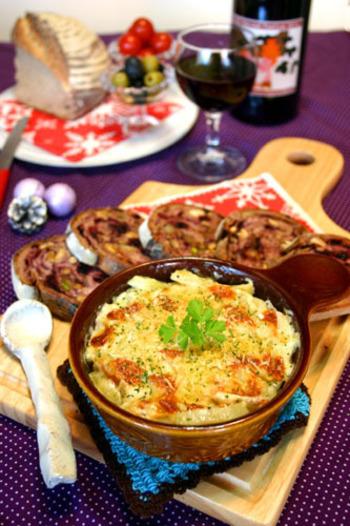 日本でもクリスマスの食卓に登場しています。ワインやケーキなどと一緒に並べると、豪華なおうちパーティーが楽しめそうです。
