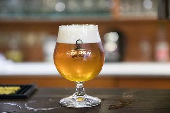 ビールの醸造所というと、有名メーカーのビール工場のように、都心や住宅街からは少し離れたところにあるものを思い浮かべませんか? ですが、最近は小さな醸造所で製造される個性豊かな「クラフトビール」も増えていますよね。ブリュワリーは決して街から離れたところにあるわけではないんです!
