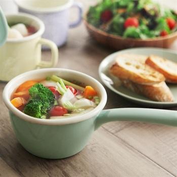 ちょっとしたスープなどにも役立つデクサムのミルクパン。朝食のテーブルも楽しくなりそうですね。直火だけでなく、オーブンも使えます。