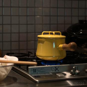 もうちょっとだけ大きいサイズがいいなぁという人には、こちらのソースパン1Lがおすすめ。バターウォーマーより、ひとまわり大きくて、ブロッコリ―1個分を下ゆでできるくらいの大きさ。少量のスープを温めるのも便利です。