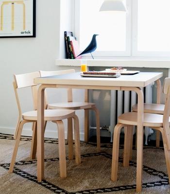 北欧には有名なデザイナーが数多く存在し素敵な家具をたくさん生み出しています。日本の家は木で作られていることが多いので、北欧家具とは相性抜群なのです♪