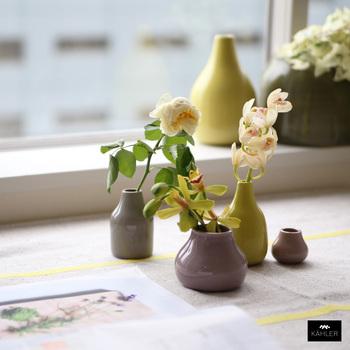 丸いフォルムが可愛らしい花瓶です。こんな花瓶があれば、肩ひじ張らずに丸く優しい気持ちで過ごすことができそうです♪デンマークの職人さんのこだわりが詰まっています。