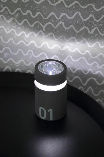 ちなみに01はLEDの懐中電灯&ランタン。 暗闇もこれで安心です。  02はちょっとした小物入れに。