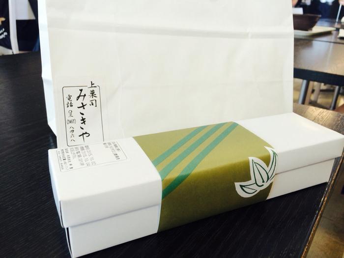 """逆に「手土産」というのは、親戚や会社関係の人を訪ねる機会に「相手に喜んでもらえるようなモノを持っていこう」という思いがあってこそ。つまり相手に""""感謝の気持ち""""を伝えるためのツールが「手土産」なんです。  これからの季節、いざという時に困らないためにも東京都内で素敵な「手土産」が手に入るお店をチェックしておいて下さいね♪"""