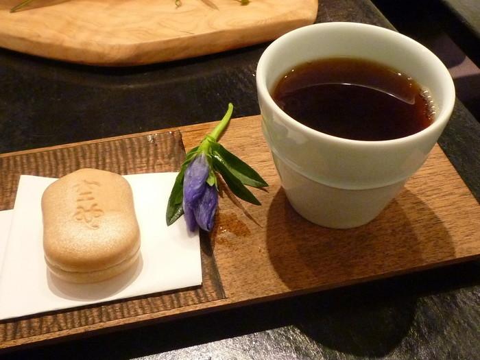 東京にある人気のオススメ「手土産」を紹介してきましたがいかがでしたか? それぞれのお菓子には、伝統やストーリーがあったり、そこに行かないと買えないモノだったりと受け取ったら喜ばれること間違いなしの「手土産」ばかりなので、ぜひ参考にしてみて下さいね♪
