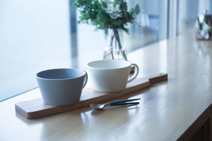 続いてはマグカップよりも容量が多く作られているスープカップを見てみましょう♪ こちらは上でもご紹介した「SAKUZAN(サクザン)」のもの。どちらもナチュラルで爽やかなテイスト。朝ごはんに使いたいスープカップです。