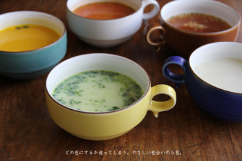 波佐見焼の陶磁器ブランド「白山陶器」のS型スープボールです。450mlの大きめ、たっぷりスープが楽しめる大きさです。スタッキングがきれいにできるところも魅力です。