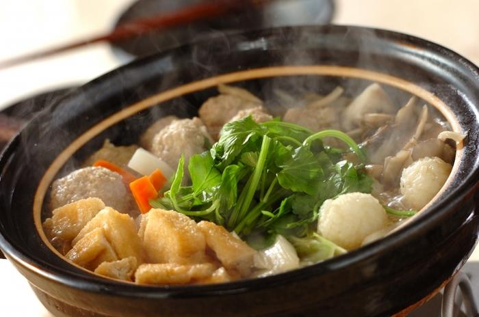 自然の恵み豊かな日本列島。それぞれの土地で育まれた旬の食材をどっさり入れたて煮込んだ「郷土鍋・郷土汁」は、このうえなく贅沢な味ですね。この冬は、日本を旅するような気分で、各地の美味しいお鍋や汁を存分に味わってみませんか?