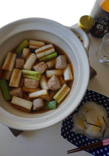まぐろとねぎのおいしさをシンプルに味わう「ねぎま鍋」は、江戸時代から伝わる庶民の味。当時、食用にしたのは赤身だけで、トロの部分は腐りやすいので廃棄されていましたが、それを工夫して料理にしたのがこの鍋。お手頃なまぐろのぶつ切りなどを使ってもおいしいです。