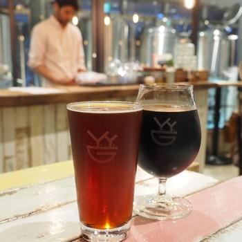 「代々木アーバンエール」「歌舞伎町インペリアルスタウト」など土地の名前がついているのがおもしろいビールたち。こちらで醸造されたビール以外にも個性豊かなクラフトビールもいただけます。