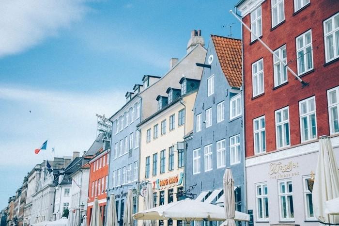 Photo on [Visualhunt](https://visualhunt.com/re4/a1ac409d)   でも、キャンドルを灯すなんてデンマークの広い家だからできるんじゃないの?と、思ってしまいませんか?実は、狭いと言われがちな日本の家ですが、床面積で比較するとデンマークとあまり変わりがありません。
