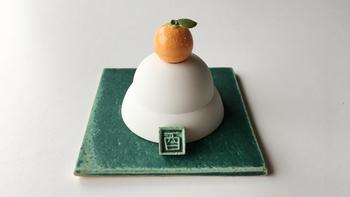 毎年人気の福岡光里さんの『ぐいのみ鏡餅』。ぽってりかわいらしい鏡餅ですが、ひっくり返すとぐいのみになるんです。ほっこりした気持ちで、新しい年を迎えられそうな可愛らしさです。