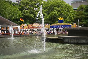 ビールの本場・ドイツでは9月から10月上旬にかけて「オクトーバーフェスト」と呼ばれる世界最大規模の祭典が行われます。「オクトーバーフェスト」では、たくさんのビールが飲まれるため、「世界最大のビール祭り」と呼ばれることも。おいしい食材がたくさん登場する秋は、ビールを飲むにもぴったりな季節なのかもしれません!!