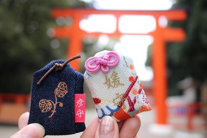 神社巡りには、秘かな楽しみもたくさんあります。神社で売られている可愛いお守りもその楽しみの一つ。その土地ごとのデザインを施したお守りを目当てに、神社に訪れる人も多いようです。