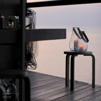 アウトドアをしない人にもおすすめしたいキャンドルを灯して使えるランタン。夕暮れ時のベランダに灯しておくだけで心が癒されます。