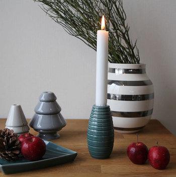 寒いデンマークだからこそ、コロンとして温かみのあるデザインが好まれたのかもしれません。日常使うリビングテーブルをほのかに照らします。