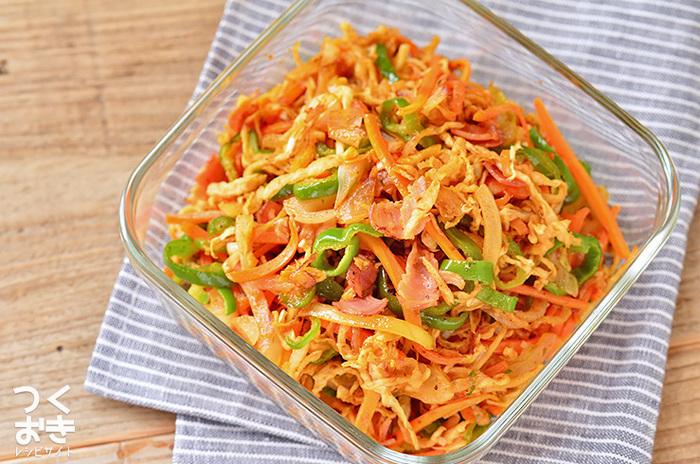 切干大根を麺に見立て、野菜と一緒に炒めてソースで味付け。ケチャップで味つけしてナポリタン風もいけますよ。