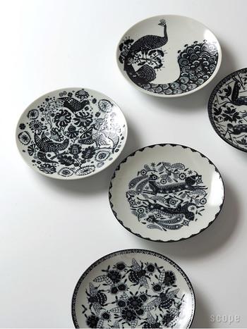 熊本県の天草陶石にて、全て人の手で量産されている印判鳥獣五画。全面に描かれた柄はモノクロで統一された上品な仕上がりに。キッチンに積んでいても、アート作品としてそのまま飾っても絵になりますね。