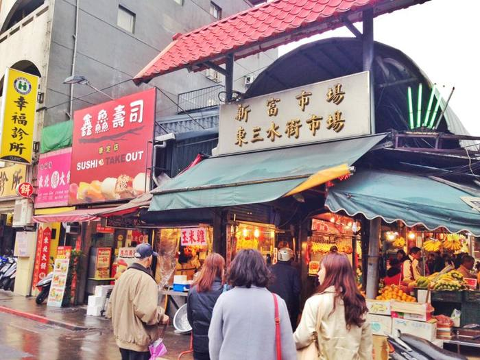 萬華は古くからある街なので、伝統的な市場も数多くあります。台湾の人達は、スーパーがあっても市場に行って新鮮な肉や野菜を買う習慣があります。