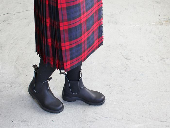 マットな質感の上品なスムースレザーは、機能性だけでなく、おしゃれなファッションアイテムとしてもおすすめ。秋冬の頼れる1足になりそうです。