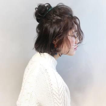 ハーフスタイルは、結び目から髪を引き出してあげれば手軽にトップに立体感を出せるのも嬉しいところ♪結んだあとは、ぜひトップ部分を引き出してあげてくださいね。