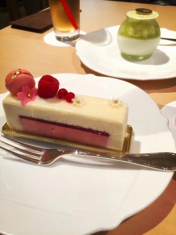 食べるのがもったいないぐらい美しいケーキも人気。結婚式場でもある氷川会館のパティシエが作る繊細なスイーツは、一度食べてみる価値があります。