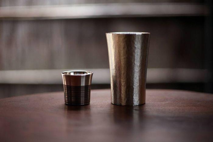 お酒が好きな方には、タンブラーとセットでプレゼントするとより喜ばれるかも。どの組み合わせにするか迷ってしまいそう。