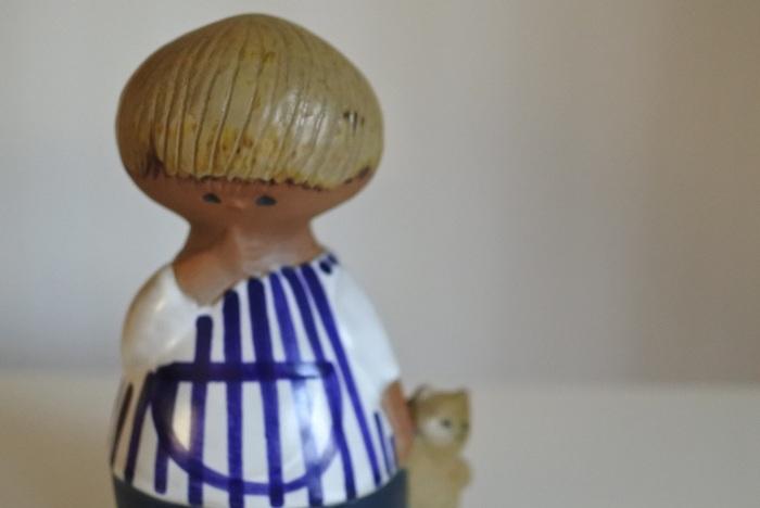 1960年から20年にわたってスウェーデンで作られた陶器の人形「UNGAR(ちびっ子)シリーズ」(リサ・ラーソン)のひとつ。