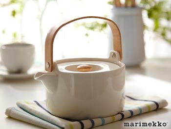 マリメッコのティーポットは北欧らしいデザインで素敵です。紅茶でも緑茶でも似合いそう。
