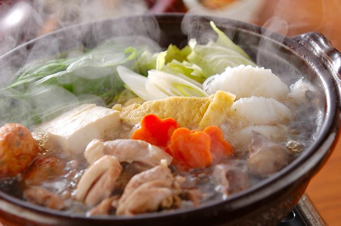 寒い日には野菜たっぷりのちゃんこ鍋はいかがですか。特別な調味料がなくても、家にある酒・みりん・塩・しょうゆにショウガを加えるだけで簡単に作ることができます。