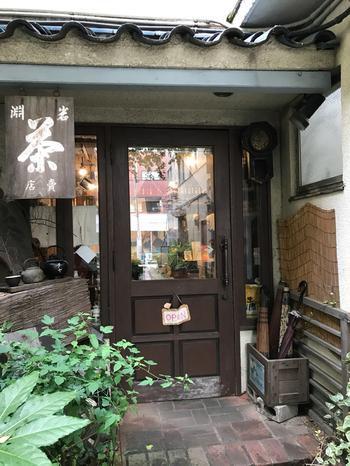 西荻窪駅から徒歩約3分。隠れ家的名店の多い西荻窪ですが、こちらもなんとも味わいのあるたたずまいの小さなお店です。