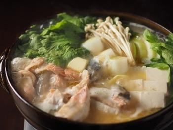 鮭を使って味噌で味付けした北海道の郷土料理です。サーモンから出た出汁がうまみたっぷりで、身体を芯から温めてくれます。