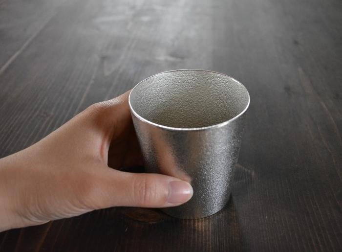 他にも錫は抗菌性が強いので錆びや腐食に強く、金属臭もないことから食器としても安心して使えます。