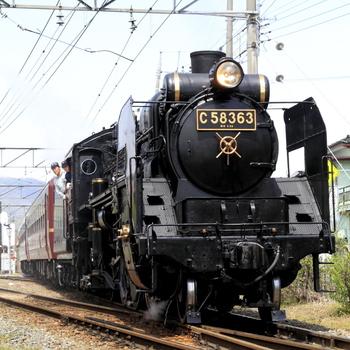 首都圏から一番近くを走る蒸気機関車が、ここ長瀞を通過。「SLパレオエクスプレス」と呼ばれる蒸気機関車で、熊谷駅から三峰口駅までの約57キロを約2時間40分かけて走ります。  土日祝日を中心に運行し、長瀞駅にも停車。昭和の時代に活躍した勇ましい姿は、写真に残しておきたいほどカッコ良いんですよ。電車に詳しくない方も、思わず見とれる迫力をぜひ体験してみては?