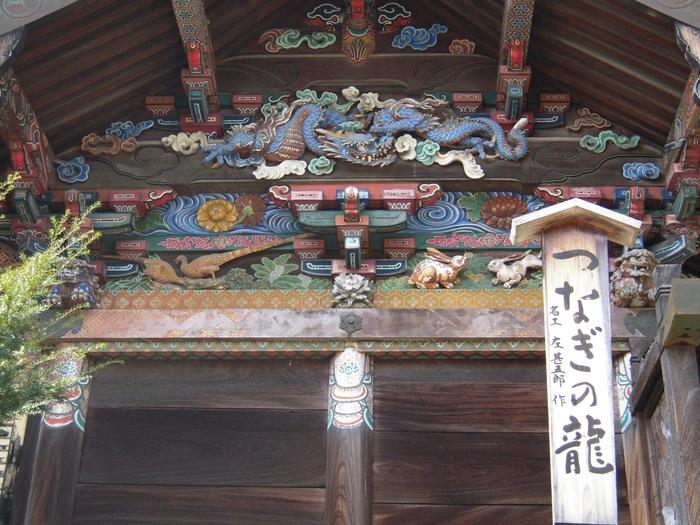 現在の社殿は、江戸時代に徳川家康の命により建立。日光・東照宮の彫刻で有名な左甚五郎作と伝えられる彫刻も、ここ秩父神社に多く施されています。