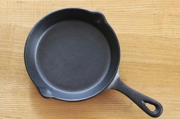 ニトリのスキレットは、「ニトスキ」と呼ばれ、リーズナブルなお値段で手軽にスキレットにチャレンジすることができるということで人気を博しています。