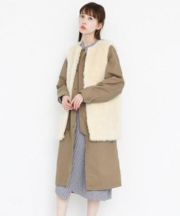 KBF(ケービーエフ)の「ファーベストSETミリタリーコート」は、なんとフェイクファーベストとミリタリーコートがセットになっているアイテム。こちらのコーデのようにコートの上にプラスしても可愛いですが、それぞれ単体で着ることもできるので着回し力抜群です。