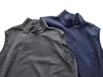 カットソーの上から重ねて着るようなワンピースは、簡単にレイヤードコーデがつくれて便利。インナーのカラーでがらっと雰囲気を変えられるのもオススメポイントのひとつです。