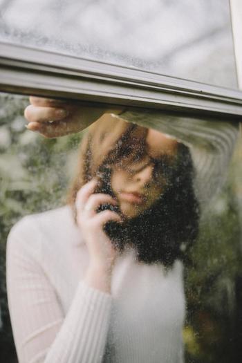 友人に相談したり愚痴を言っても、その場でストレスは発散できますが、あなたの心を傷つけた人やあなた自身は変わりません。誰かから傷つけられた場合、相手が苦しんでいないので、余計「許せない気持ち」が増大してしまいます。