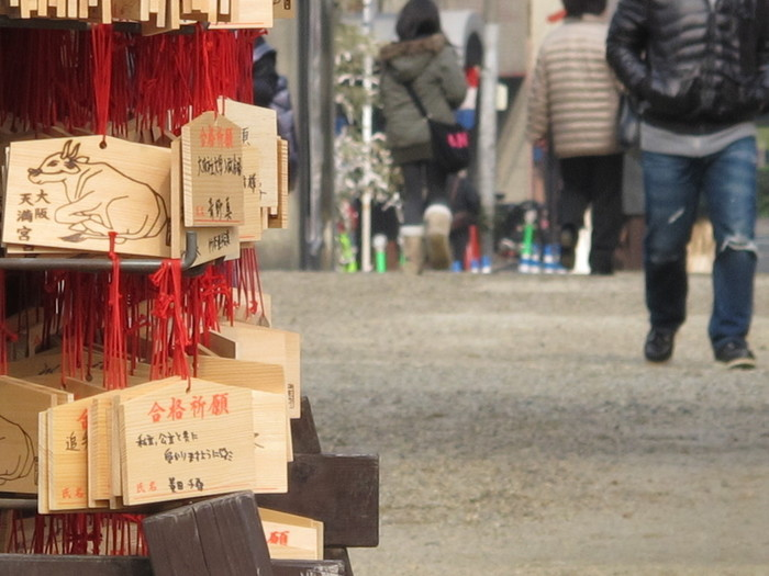 学問の神様でもある菅原道真公を祀る大阪天満宮では、毎年大勢の受験生たちが合格祈願のためにこの地を参拝します。受験や試験を控えている方は、絵馬に願い事を綴ってみてはいかがでしょうか。