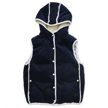 防寒性の高いベストと言えば、やっぱりダウンベストが外せません。最近ではインナーとしても着られる、少し薄手のダウンベストも人気が高くなっています。
