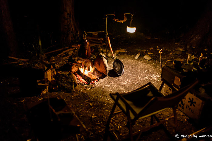 ○焚き火OKの場所を選び、場のルールにしたがうこと ○できれば焚き火台を使いましょう ○草地や木のそばは避け、テントやタープの近くでは火を焚かない ○燃えやすい素材の衣類や、紐などが垂れ下がる衣類は避ける ○常に火から目をはなさないこと。子供がいるときは特に注意! ○焚き火の終わりは、完全に消火させること ○帰るときは燃え殻の処分を忘れずに。処分方法は、その場のルールにしたがうこと