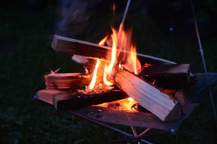 キャンプ場では、焚き火台を使えばOK、というところが多いようです。火を扱うために必要な道具はいくつかありますが、一度揃えれば何度でも楽しめますよ。