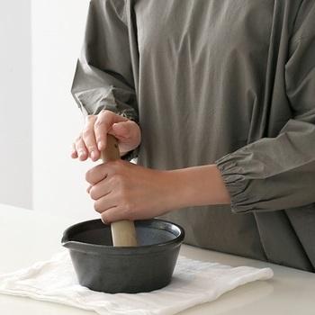 しょうがを乾燥させたら、すり鉢などで粉末にしてしょうがパウダーにするのはいかがですか?生のしょうがからつくったパウダーは香りも豊か♪スープやお菓子作りなどで使いましょう。