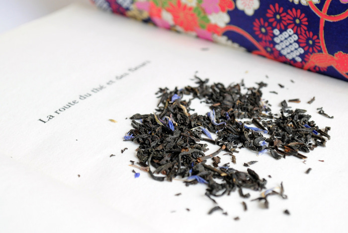 アールグレーは、ベルガモットで茶葉に香りをつけたフレーバーティーを代表する紅茶です。香りが強いのが特徴で、ホット・アイスどちらでも美味しくいただけて、ミルクティーにもよく使われています。